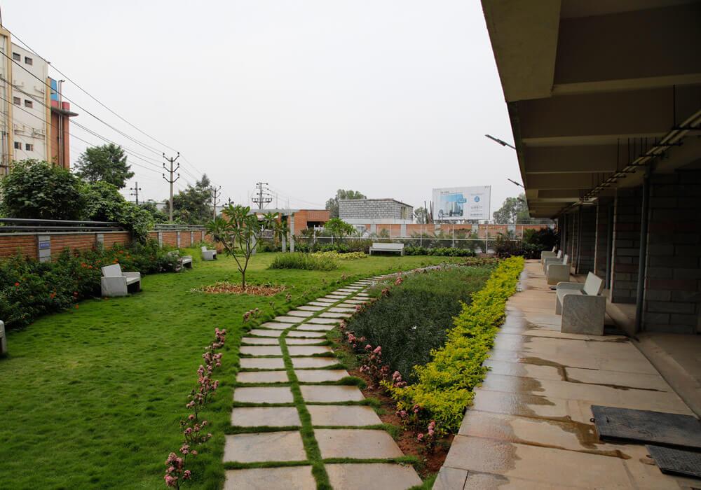 Laa-Moonstone-Garden